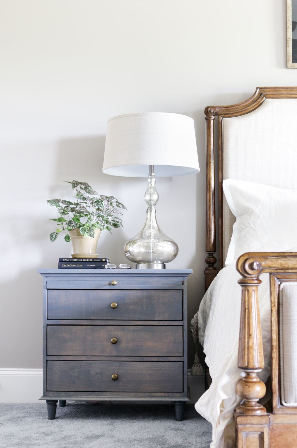 15 Easy Nightstand Ideas to Liven up Any Bedroom