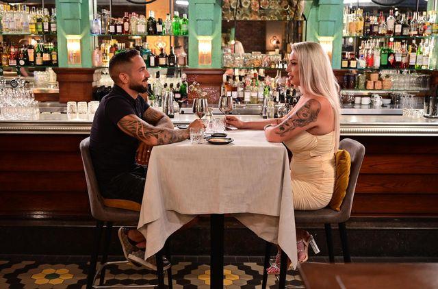 shirley en damian tijdens de nieuwe realityshow eating with my ex going dutch