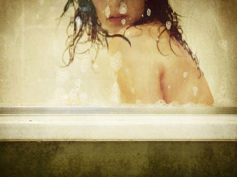 Hair, Bathtub, Skin, Beauty, Bathing, Water, Lip, Eye, Photography, Sunlight,