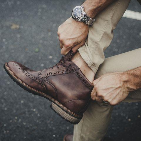 Footwear, Shoe, Brown, Ankle, Hand, Leg, Human leg, Finger, Jeans, Beige,