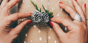 Wrapping present - how to be eco-friendly at Christmas