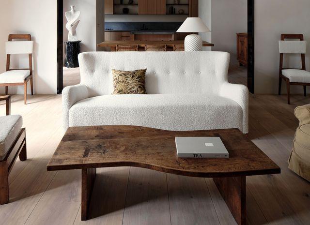 una apartamento que demuestra que el minimalismo primitivo puede ser moderno y elegante