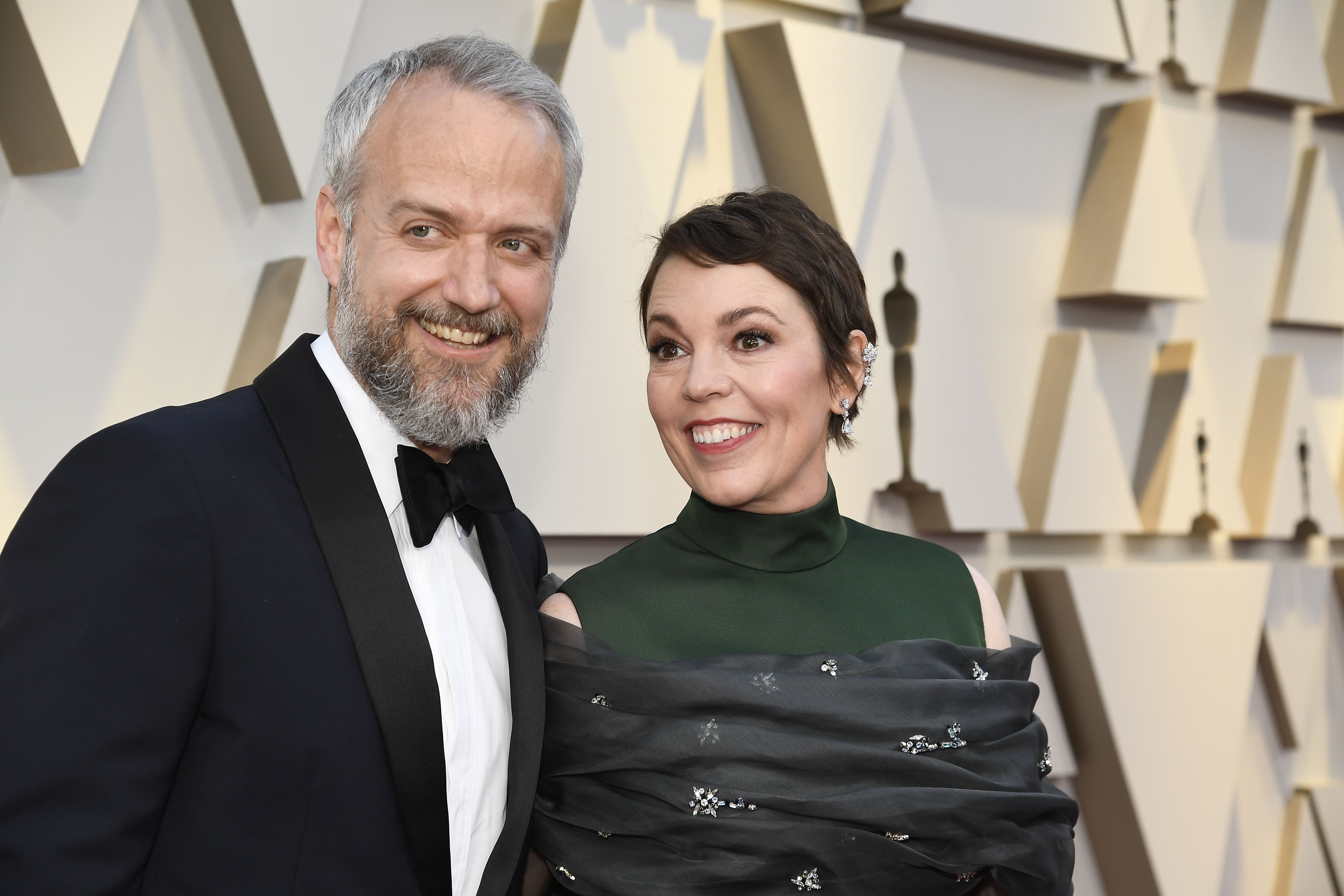 Olivia Colman says her husband stole some toilet roll from Buckingham Palace