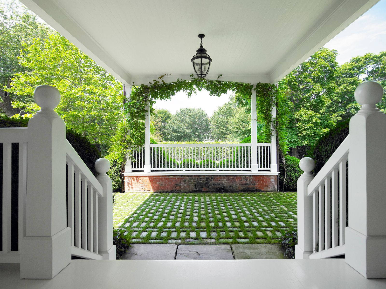13 Ways to Make Your Driveway 10 Times More Attractive