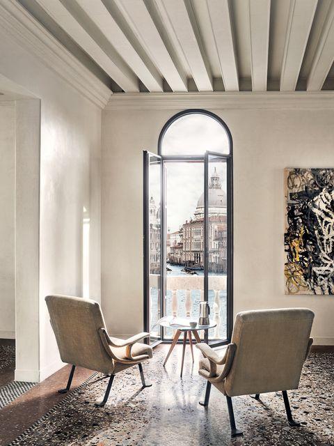 Room, Interior design, Ceiling, Property, Furniture, Building, House, Floor, Lighting, Chair,