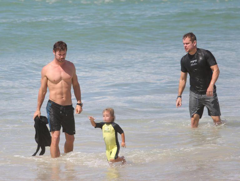 Chris Hemsworth and Matt Damon's Beach Vacation Was Better ...