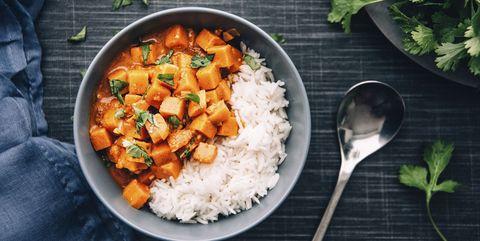 Zoete-aardappelcurry met rijst
