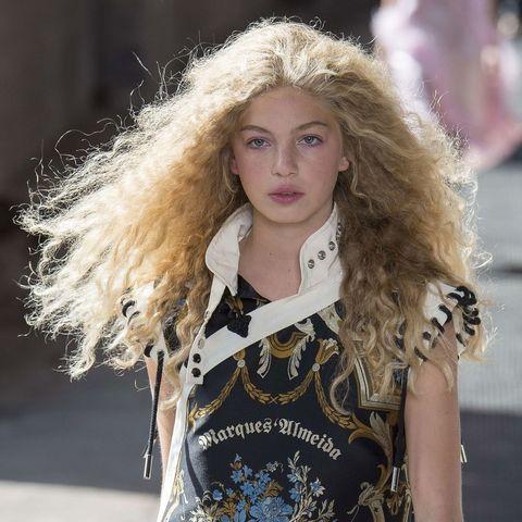 Hair, Fashion model, Fashion, Blond, Hairstyle, Beauty, Long hair, Lip, Street fashion, Model,