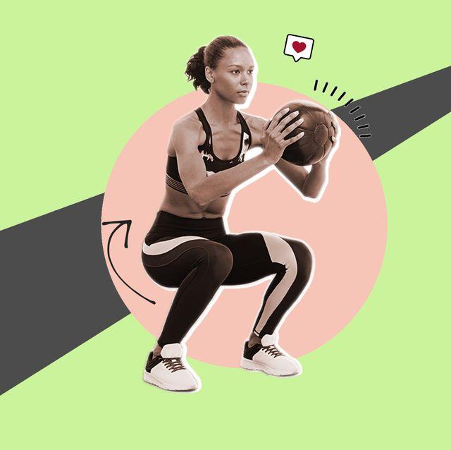 mujer haciendo sentadillas con una pelota