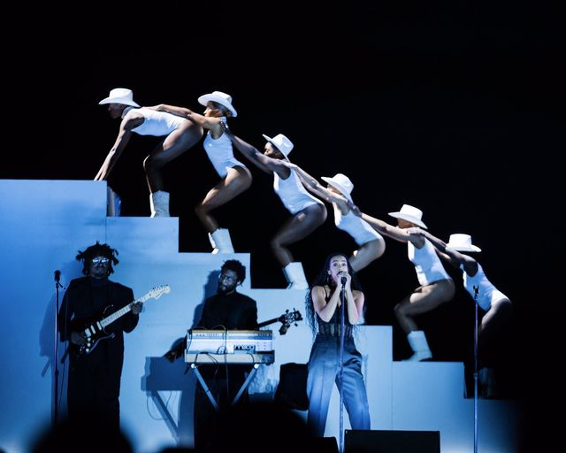 solange knowles performs