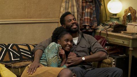 Una pareja se abraza en la películaEl blues de Beale Street