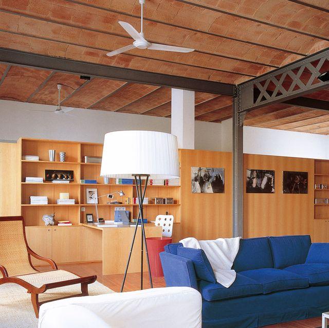 loft con ventilador de techo blanco