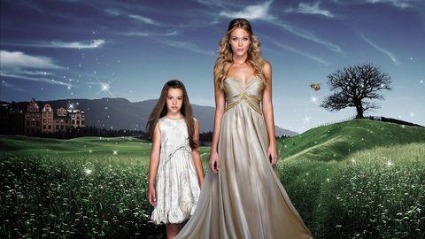 patricia montero con una niña en la serie el don de alba