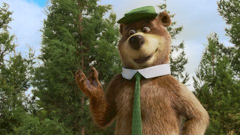 el oso yogui levanta la mano en la película el oso yogui