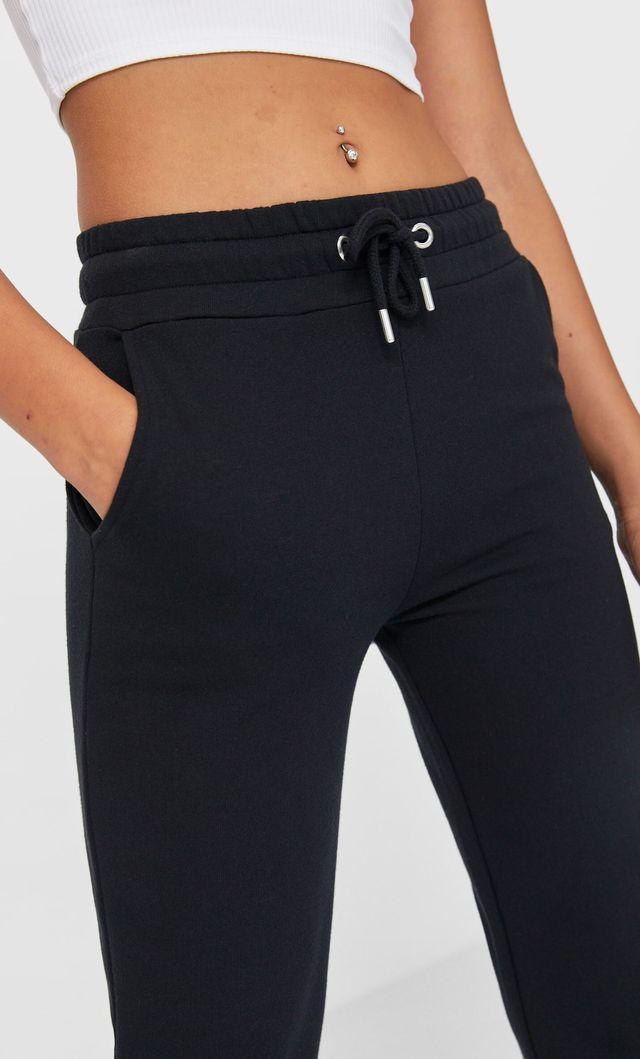 con una buena combinación, como por ejemplo una chaqueta de cuadros este pantalón 'jogger' de stradivarius te va a quedar perfecta 24 7