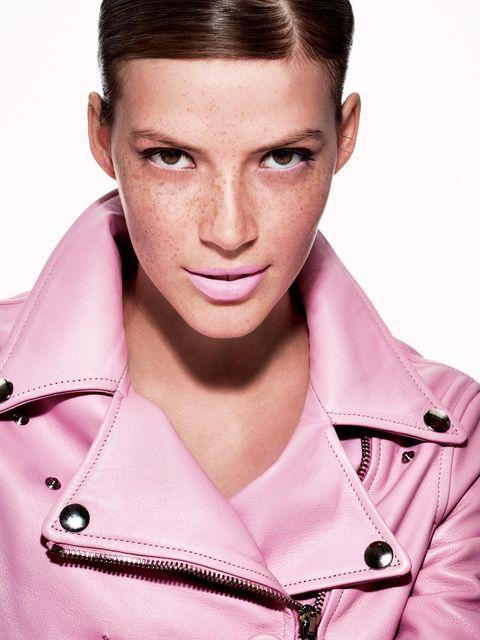 Hair, Face, Eyebrow, Pink, Lip, Beauty, Forehead, Hairstyle, Chin, Cheek,
