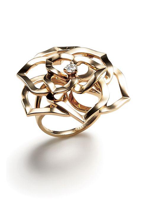 Ring, Jewellery, Fashion accessory, Engagement ring, Diamond, Body jewelry, Metal, Finger, Gemstone, Platinum,