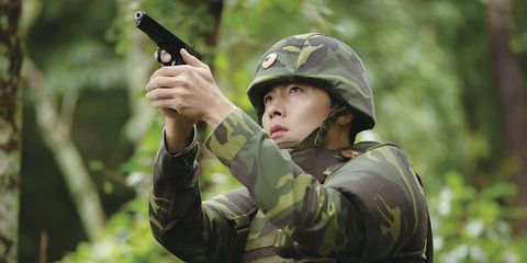 Soldier, Military person, Military uniform, Military camouflage, Army, Camouflage, Military organization, Military, Helmet, Gun,