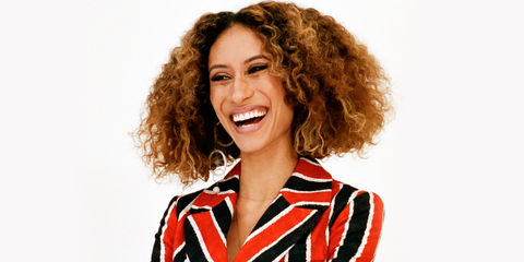 Hair, Facial expression, Hairstyle, Beauty, Smile, Chin, Laugh, Brown hair, Happy, Lace wig,