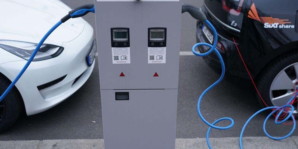 Crean una batería para coche eléctrico que se carga en tiempo récord