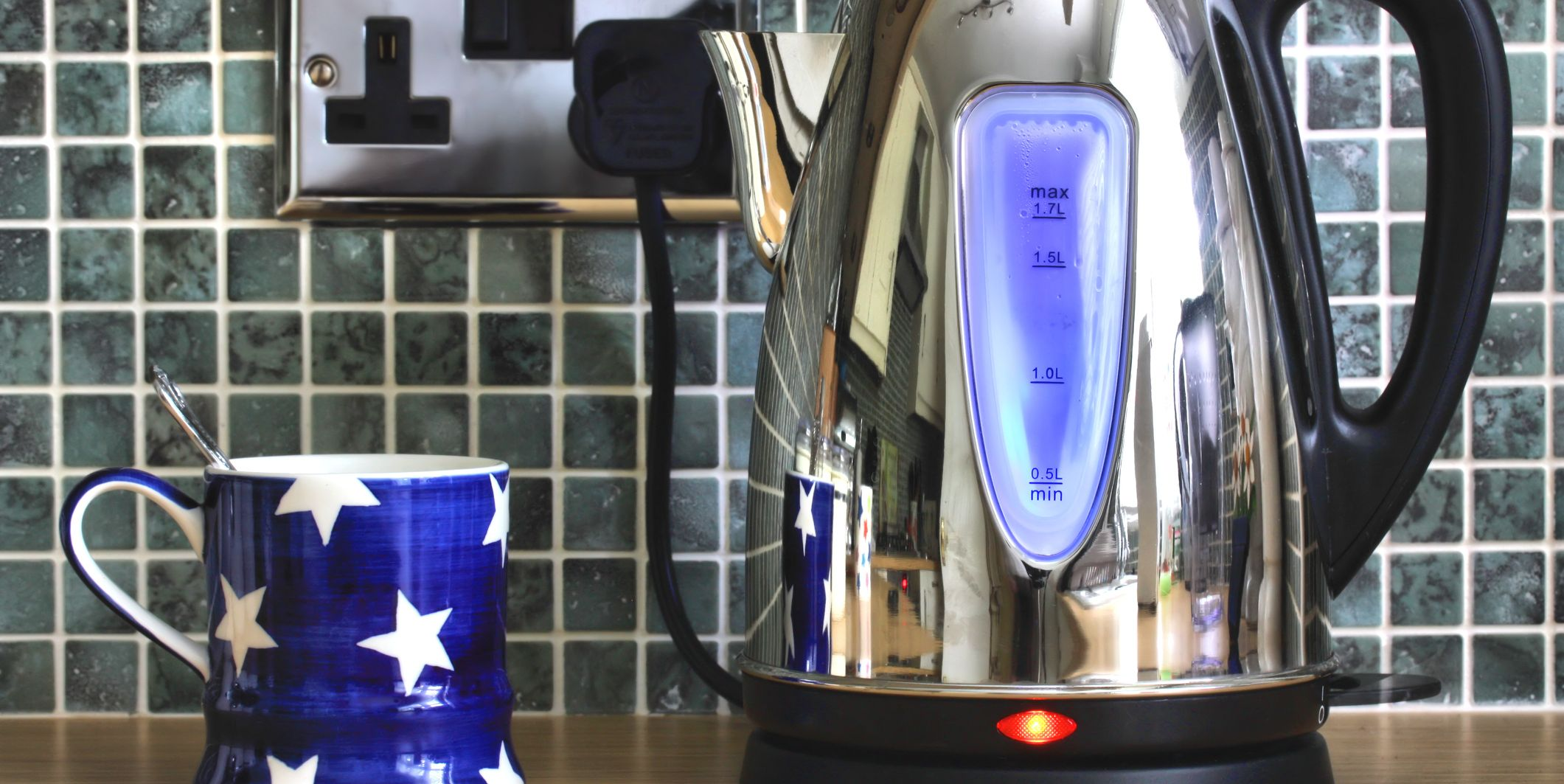 Electric kettle and cup