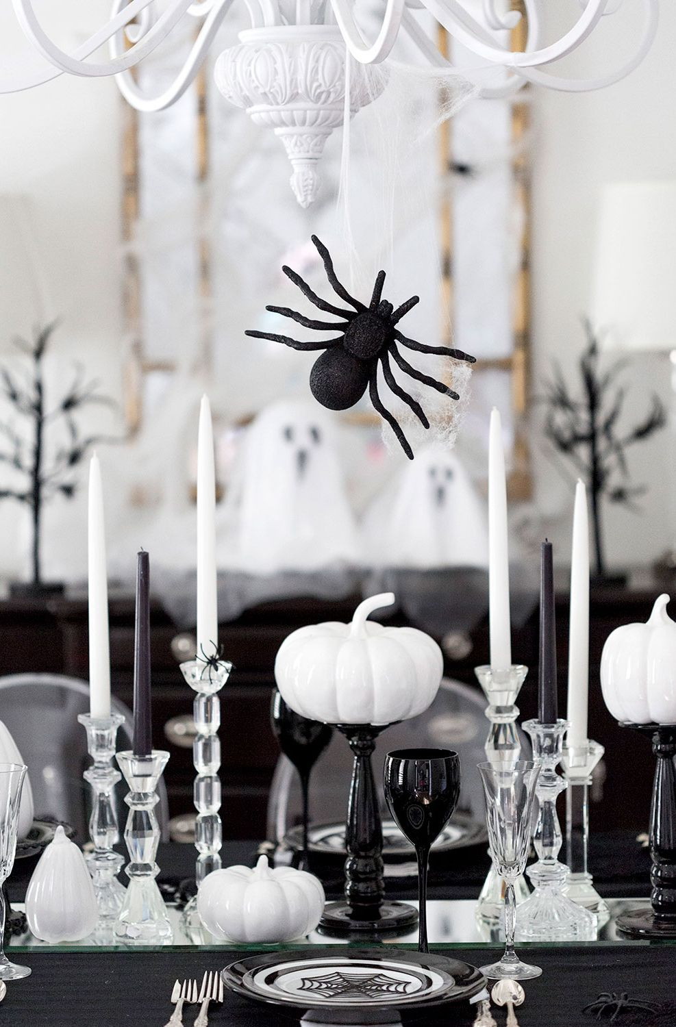 20+ halloween centerpieces & table decorations - diy ideas for
