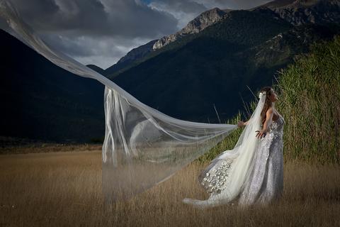 designing own wedding dress