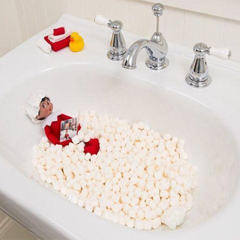 elf-on-the-shelf-marshmallow-bath