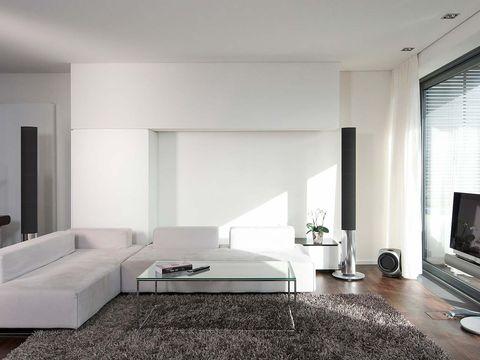salón decorado en tonos neutros