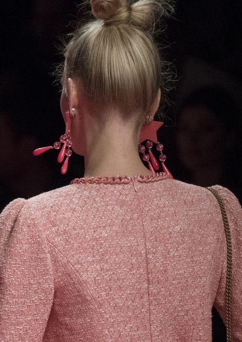 Hair, Hairstyle, Shoulder, Fashion, Blond, Beauty, Neck, Lip, Chin, Ear,