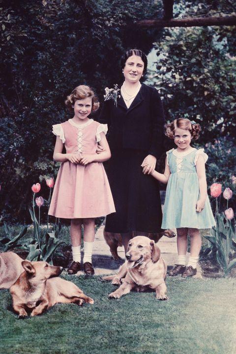 無法脫離柯基與賽馬的皇室生活? 英國女王伊莉莎白二世與瑪格麗特公主的「姐妹日常」!