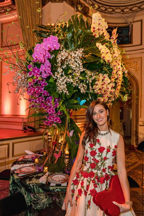 Flower Arranging, Floral design, Flower, Floristry, Bouquet, Pink, Plant, Cut flowers, Dress, Spring,