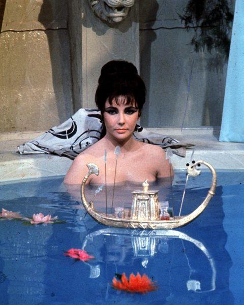 elizabeth taylor piscina cleopatra
