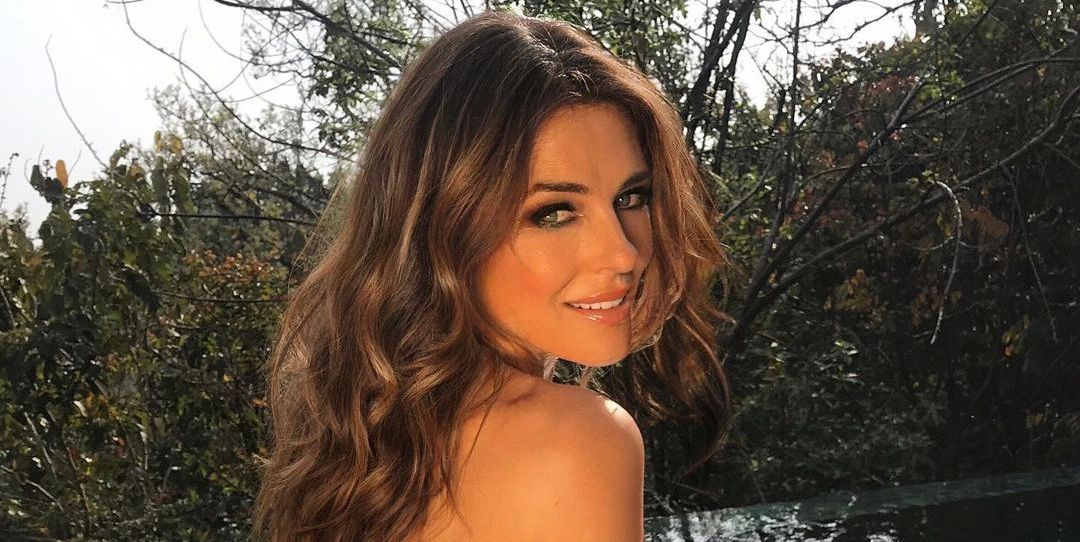Elizabeth Hurley's Abs Are On Full Display In Bikini Pics From Her 'Pretend Vacation'
