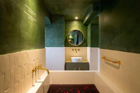 Room, Property, Interior design, Green, Bathroom, Architecture, Ceiling, Tile, Floor, Building,