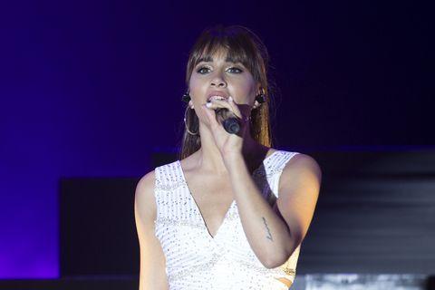 Performance, Entertainment, Singing, Music artist, Singer, Performing arts, Music, Song, Pop music, Public event,