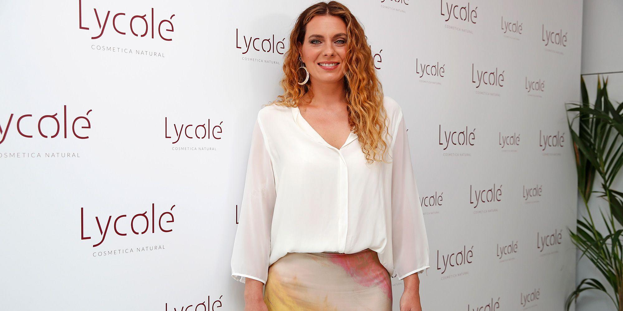 cbbdd28a5 Alejandra Osborne con la falda midi tie dye de Zara de look de boda