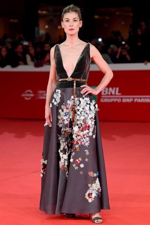 Fashion model, Red carpet, Carpet, Clothing, Dress, Flooring, Fashion, Premiere, Gown, Event,