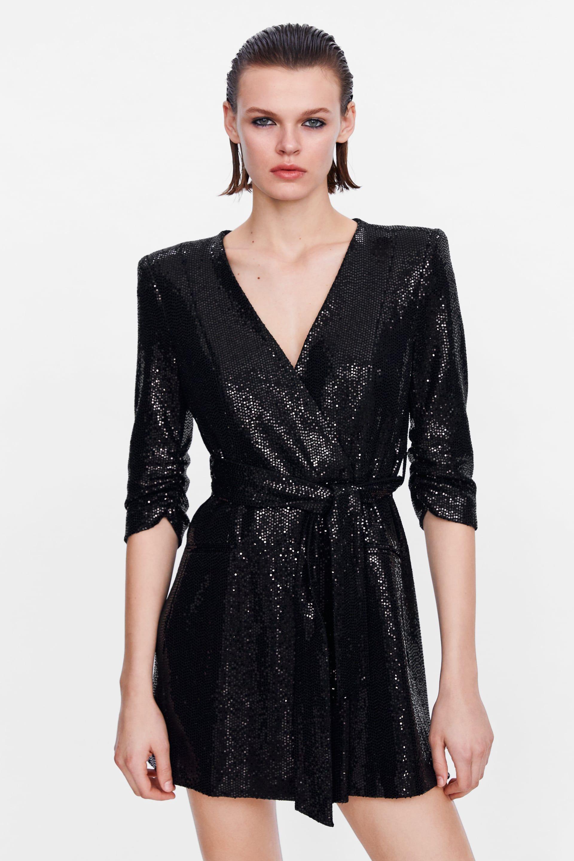 Vestidos y tops de pedrería de Zara para iluminar tus noches