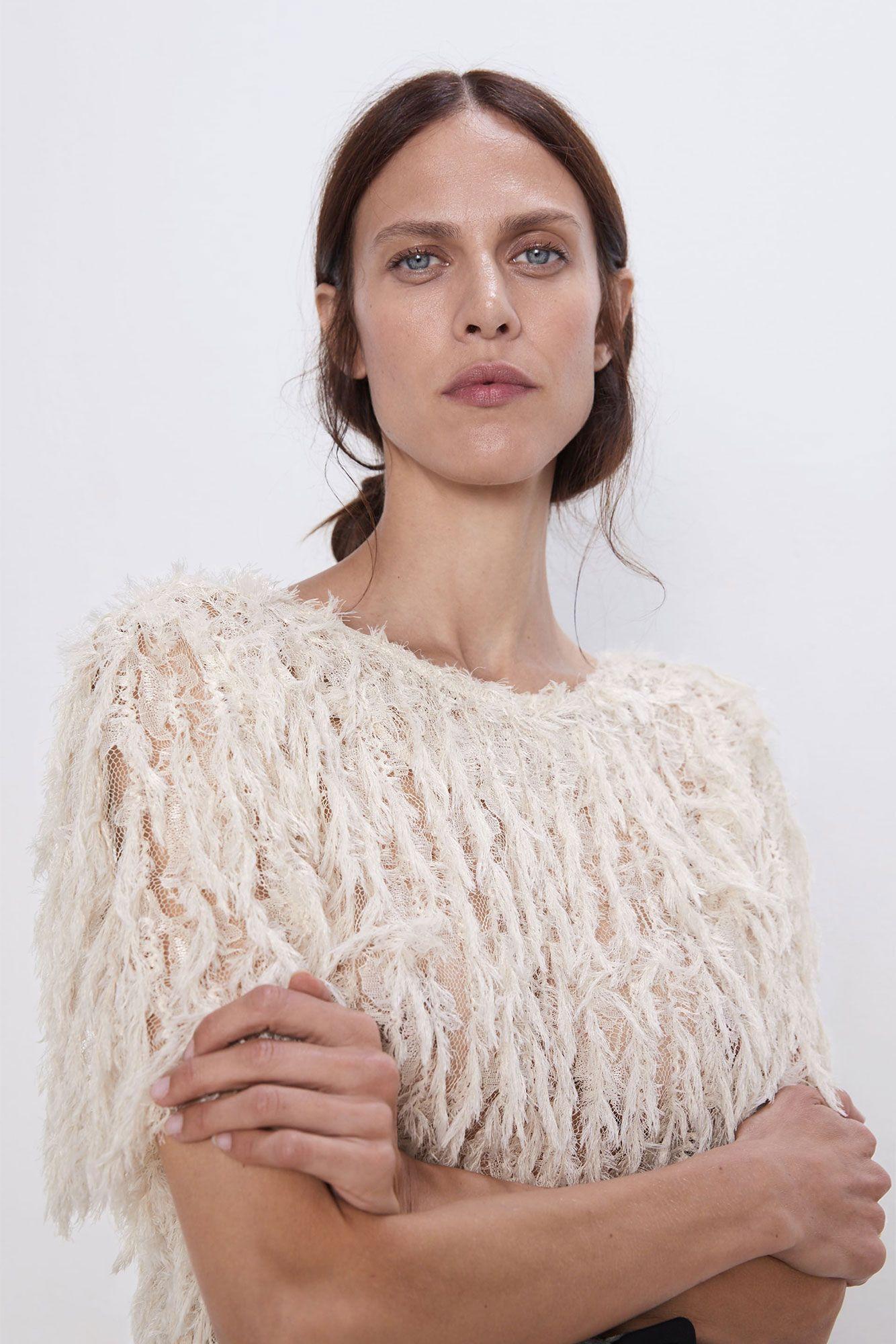 mirada detallada 100% autentico variedad de estilos de 2019 Esta blusa blanca con plumas de Zara lleva la tendencia de otoño