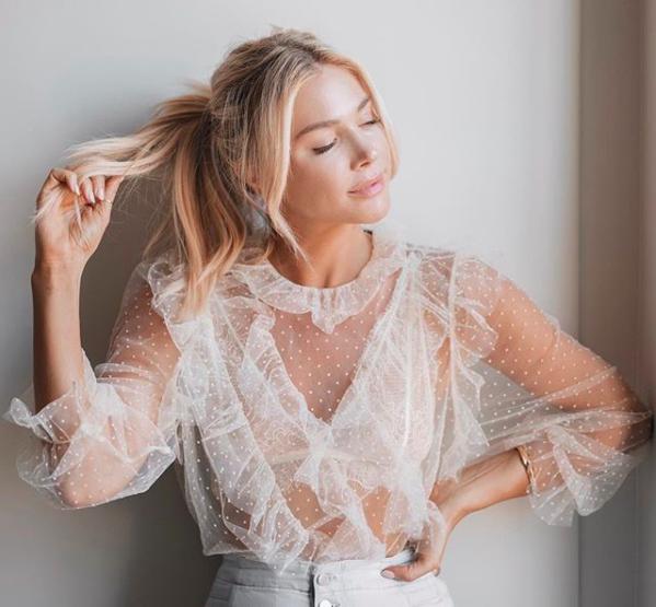 Fobia claridad baño  Las blusas románticas más espectaculares se encuentran en Zara y Uterqüe