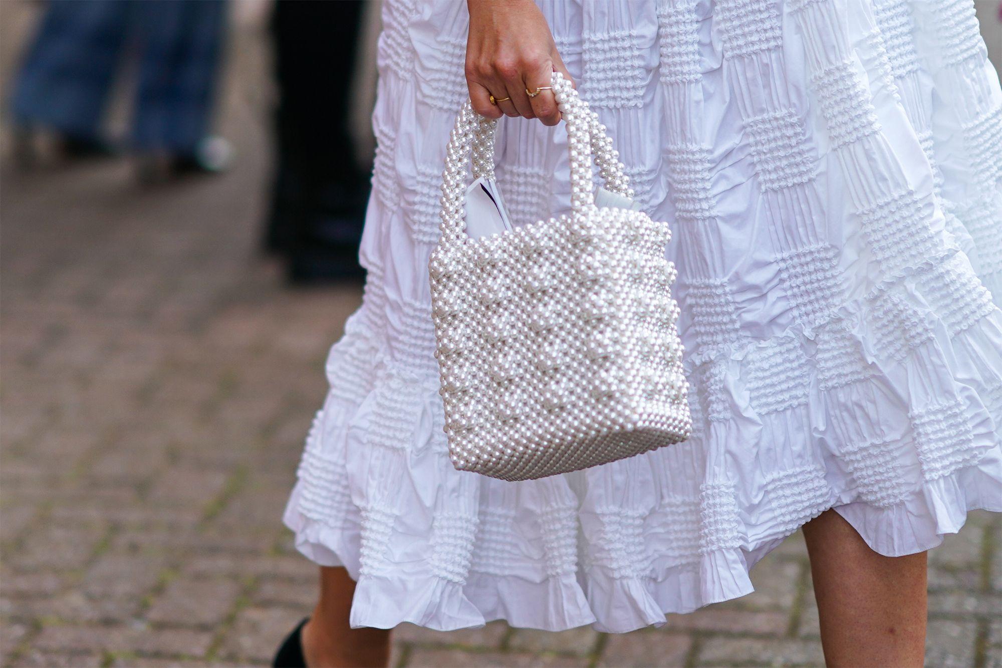 El bolso de perlas de H&M es el accesorio que aman las