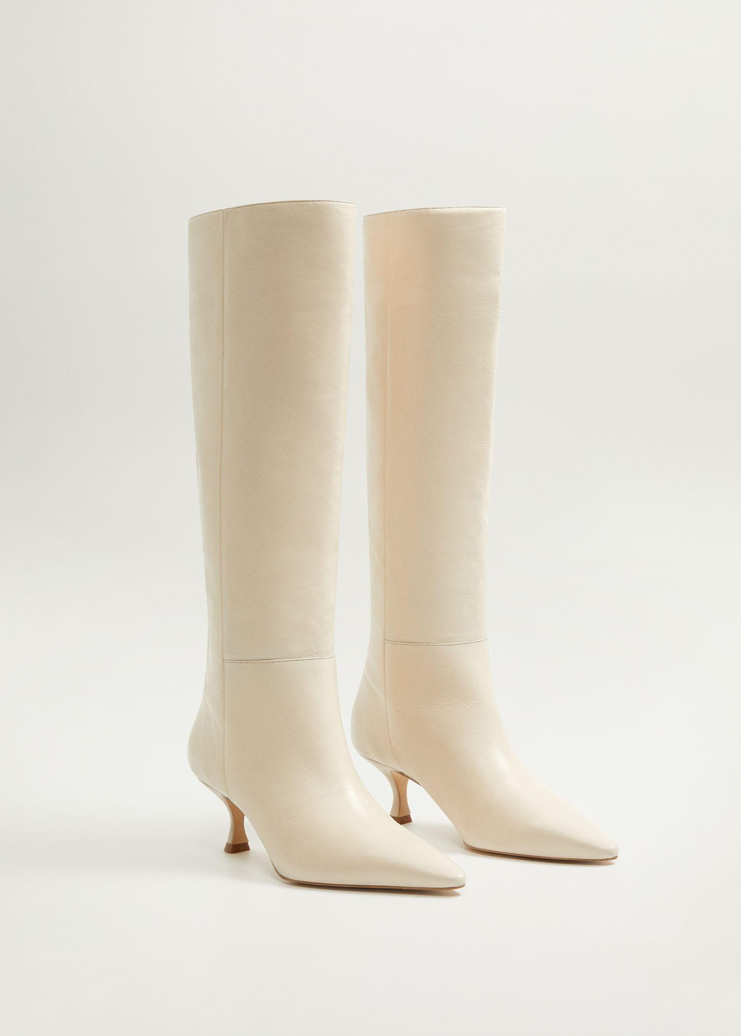 Botas blancas de tendencia con cordones, cowboy y altas