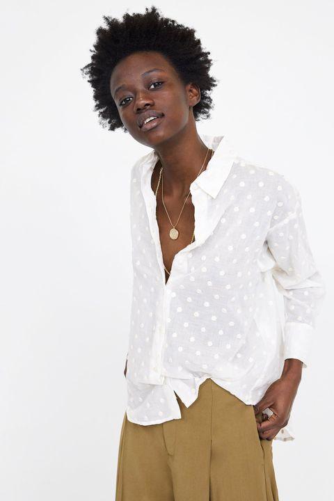atesorar como una mercancía rara sin impuesto de venta hermosa en color La camisa blanca de Zara que nos obsesionó hace meses vuelve ...
