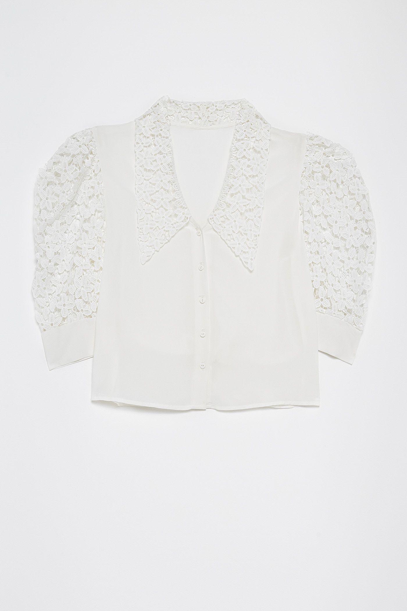 La camisa blanca calada de Sfera que nos está quitando el sueño
