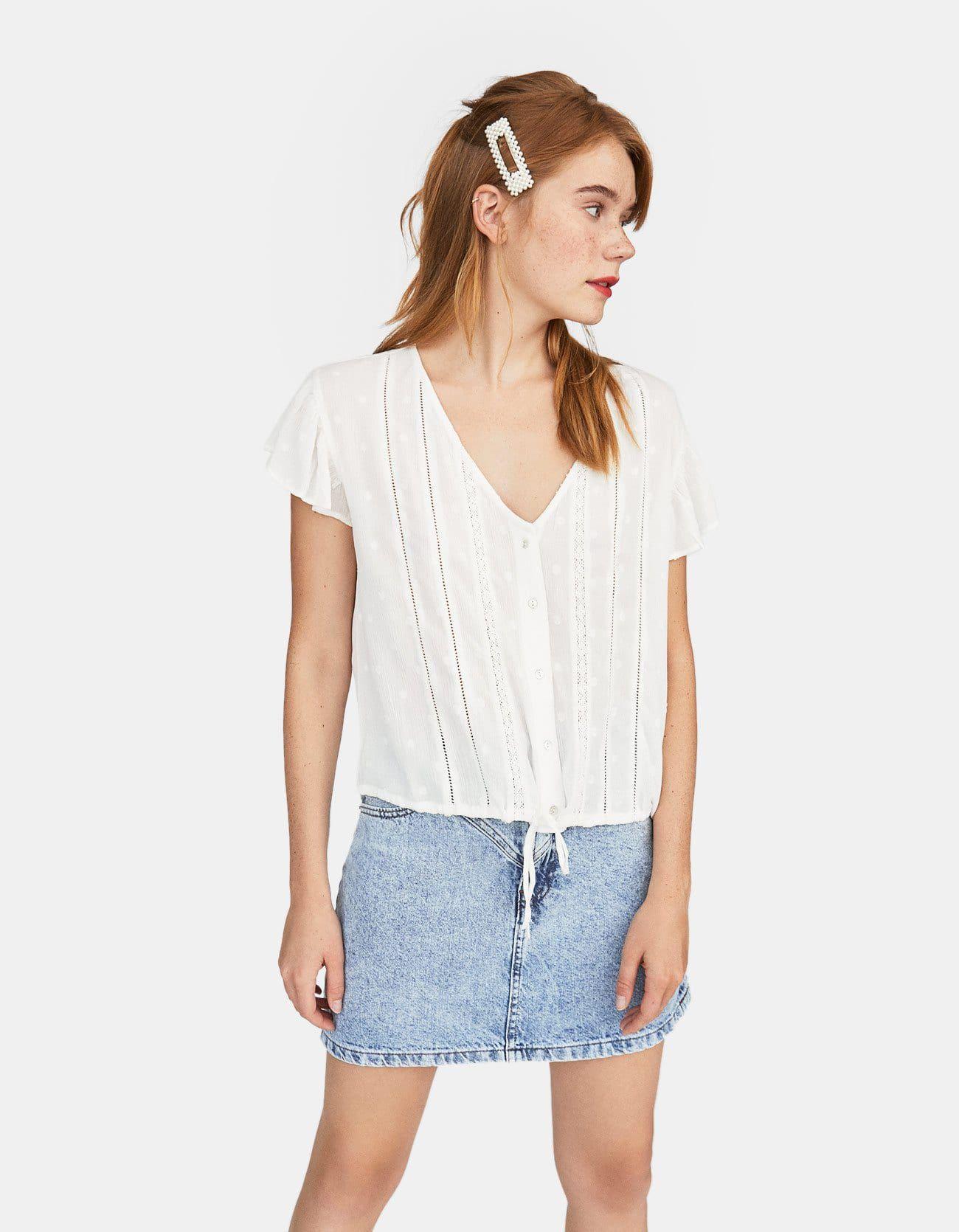 Esta es la camisa blanca de Stradivarius de 18 € con manga