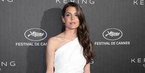 Carlota Casiraghi con vestido corto asimétrico de corte griego y firmado por Yves Saint Laurent en Cannes 2019