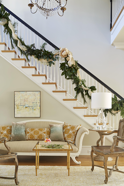 Elle Decor & 13 Perfect Christmas Stair Decor Ideas - Best Holiday ...