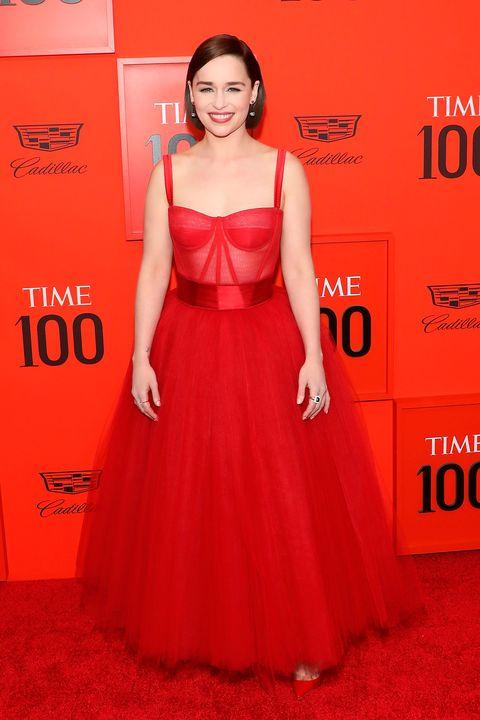 c63f9a23c2 Emilia Clarke y Taylor Swift con vestidos de princesas en la gala Time