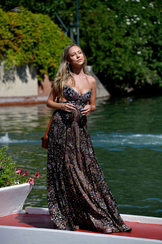 Ester Expósito conquista Venecia con un vestido largo boho